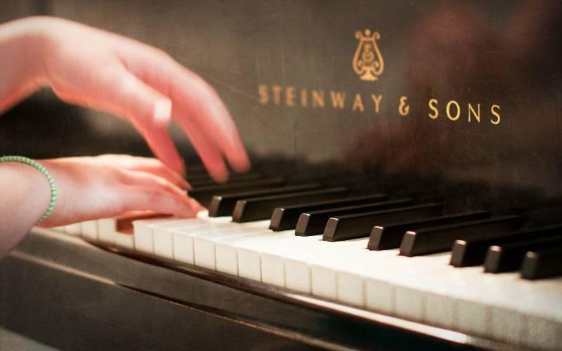 сестренка, красивые картинки про пианино заметны